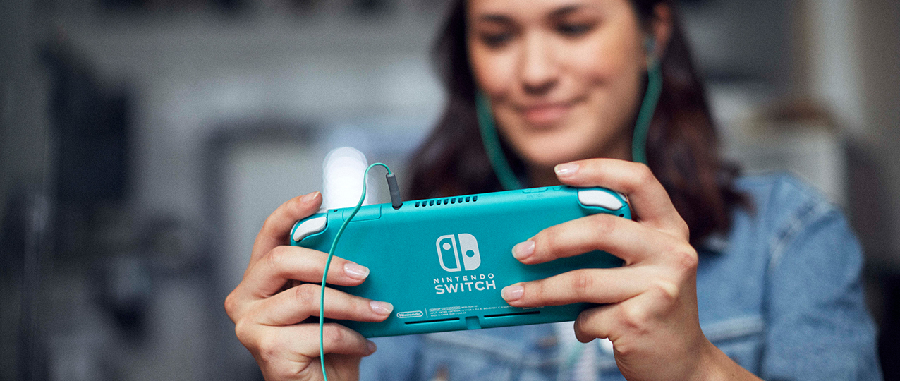 Switch Lite blue with headphones